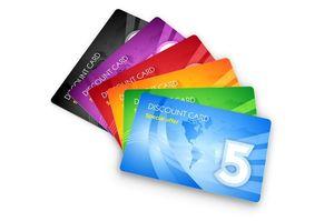 5枚の色違いのクレジットカード
