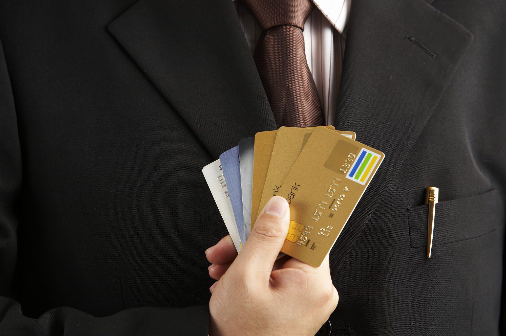 法人カードの審査で個人信用情報は利用される!それでもカードを発行するには