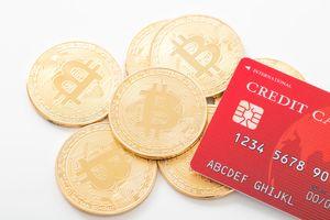 硬貨とクレジットカード