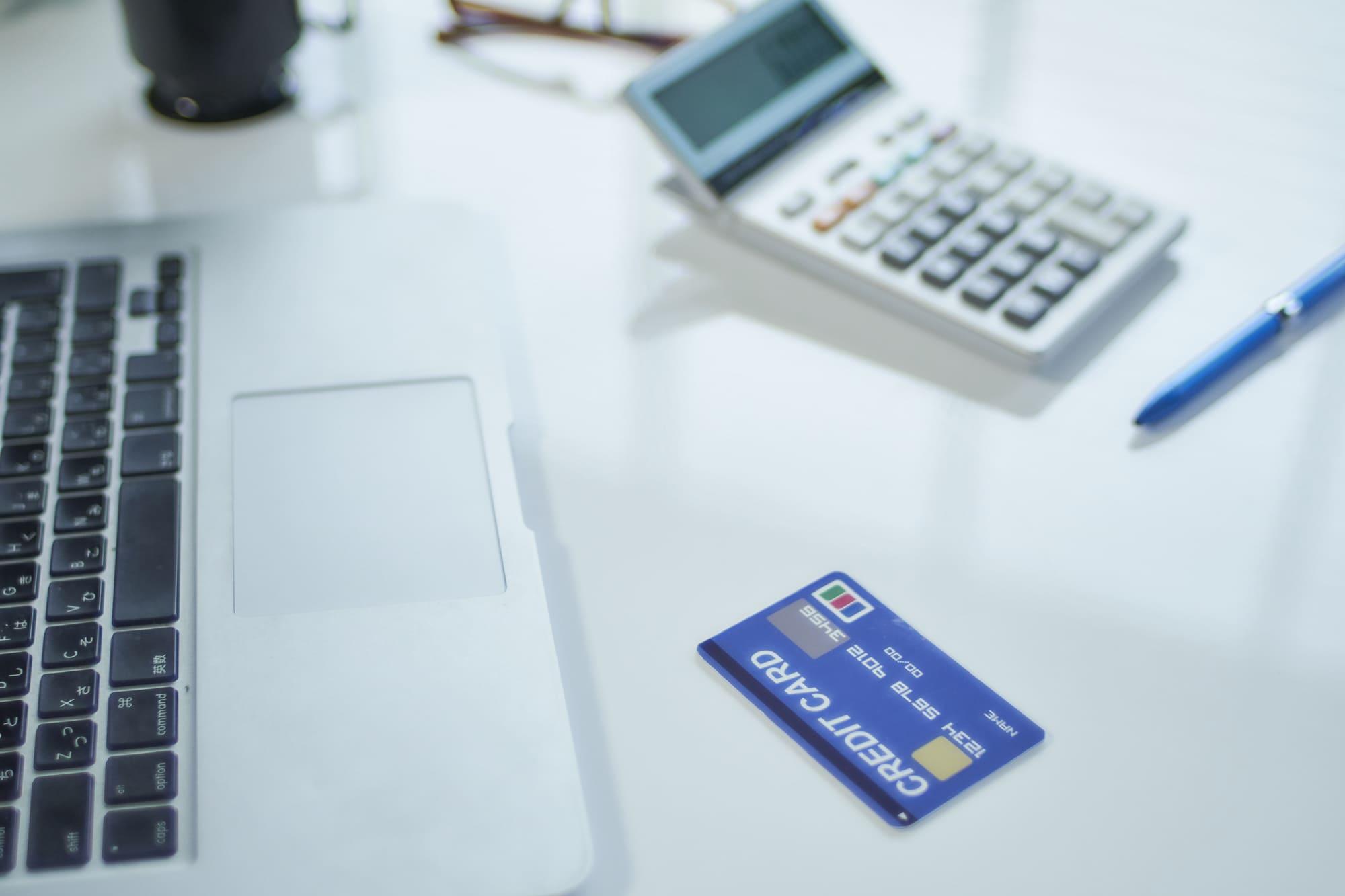 個人事業主がクレジットカード決済した場合の仕訳方法は?処理のポイントを徹底解説