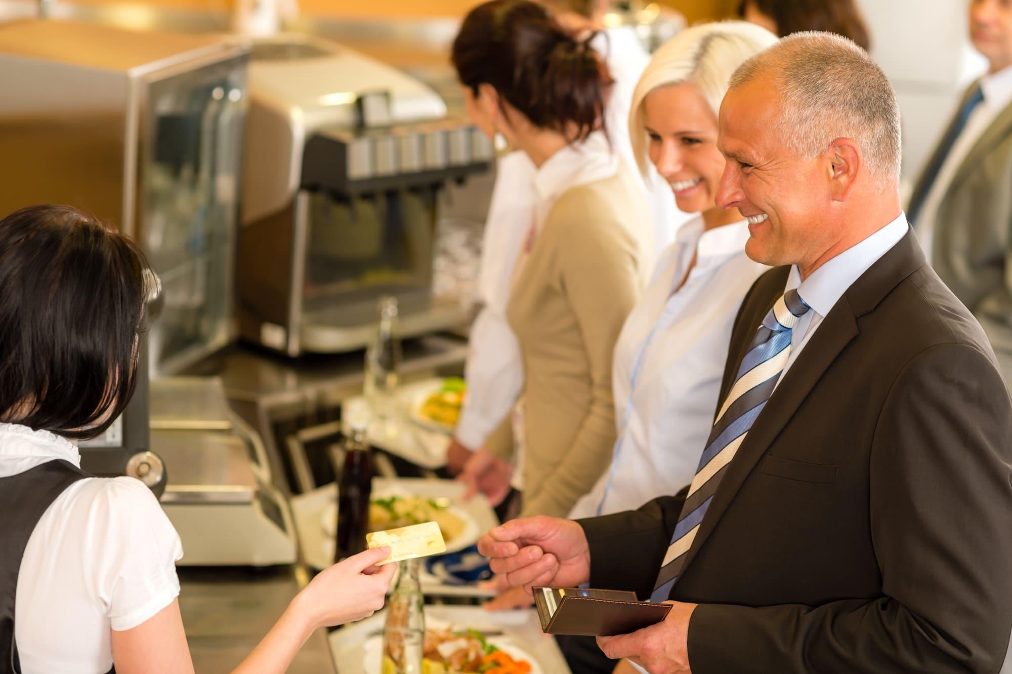 個人事業主が事業用・個人用でクレジットカードを使い分けるメリットを詳しく解説!
