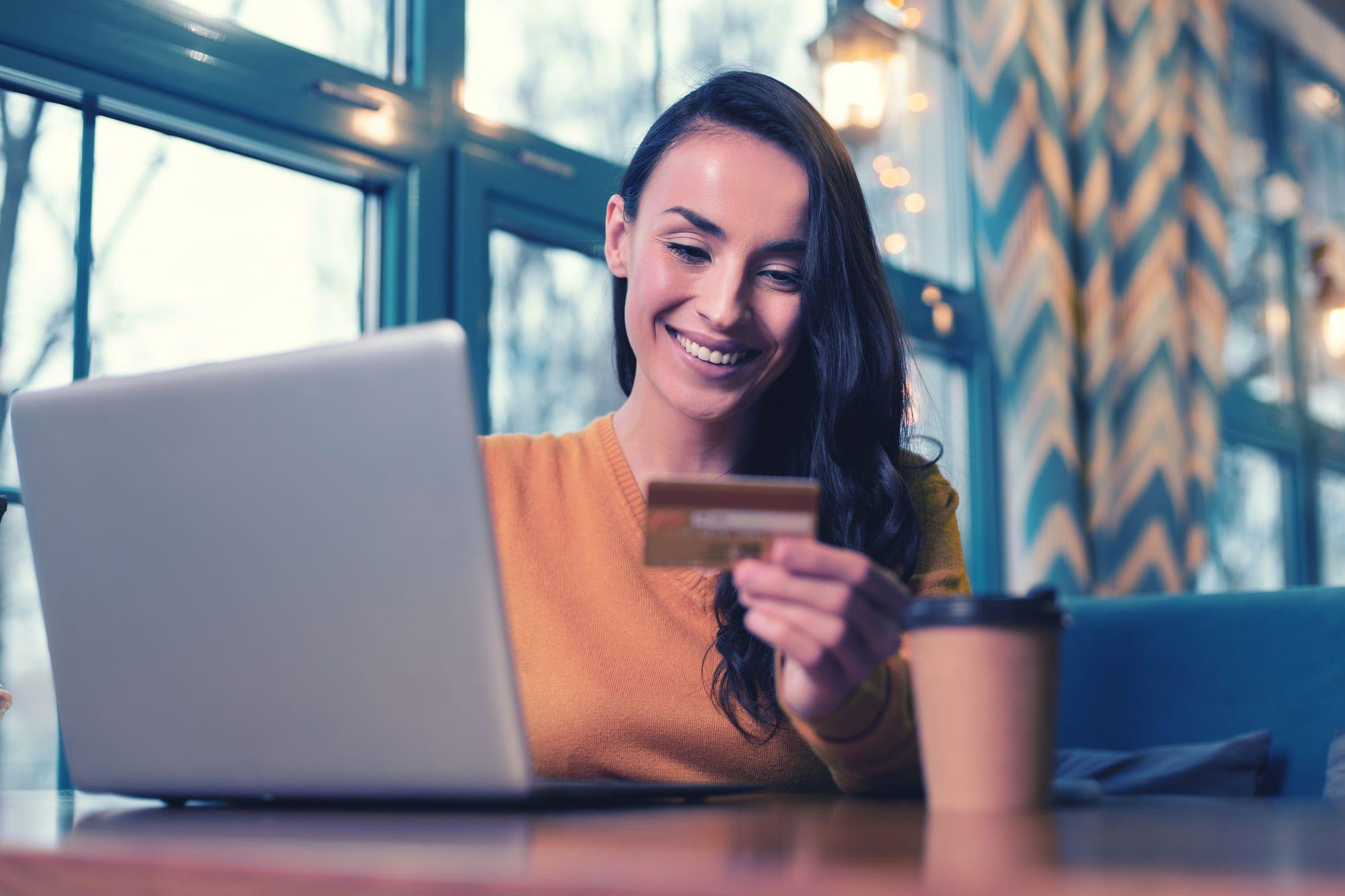 フリーランス必見!個人事業主向けのクレジットカードの比較ポイントとおすすめカード3選
