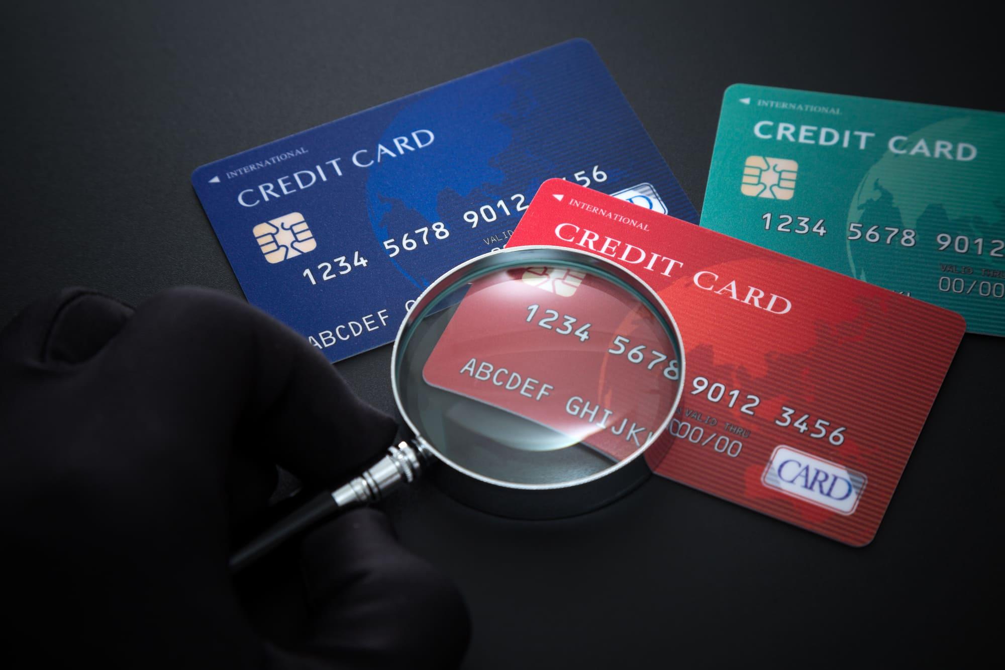個人事業主は銀行口座を分けるべき?事業用のおすすめ銀行や法人カードも紹介