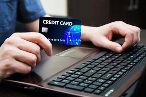 法人カードで経理管理決済 ノートPC