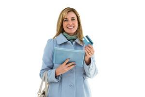 税金をネットで完了した青いコートの女性