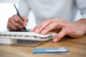 税金支払い活用 PCとカード