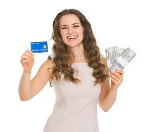 ポイント還元のお得を紙幣でアピールする女性