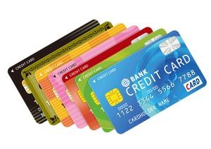 カラフルな複数のクレジットカード