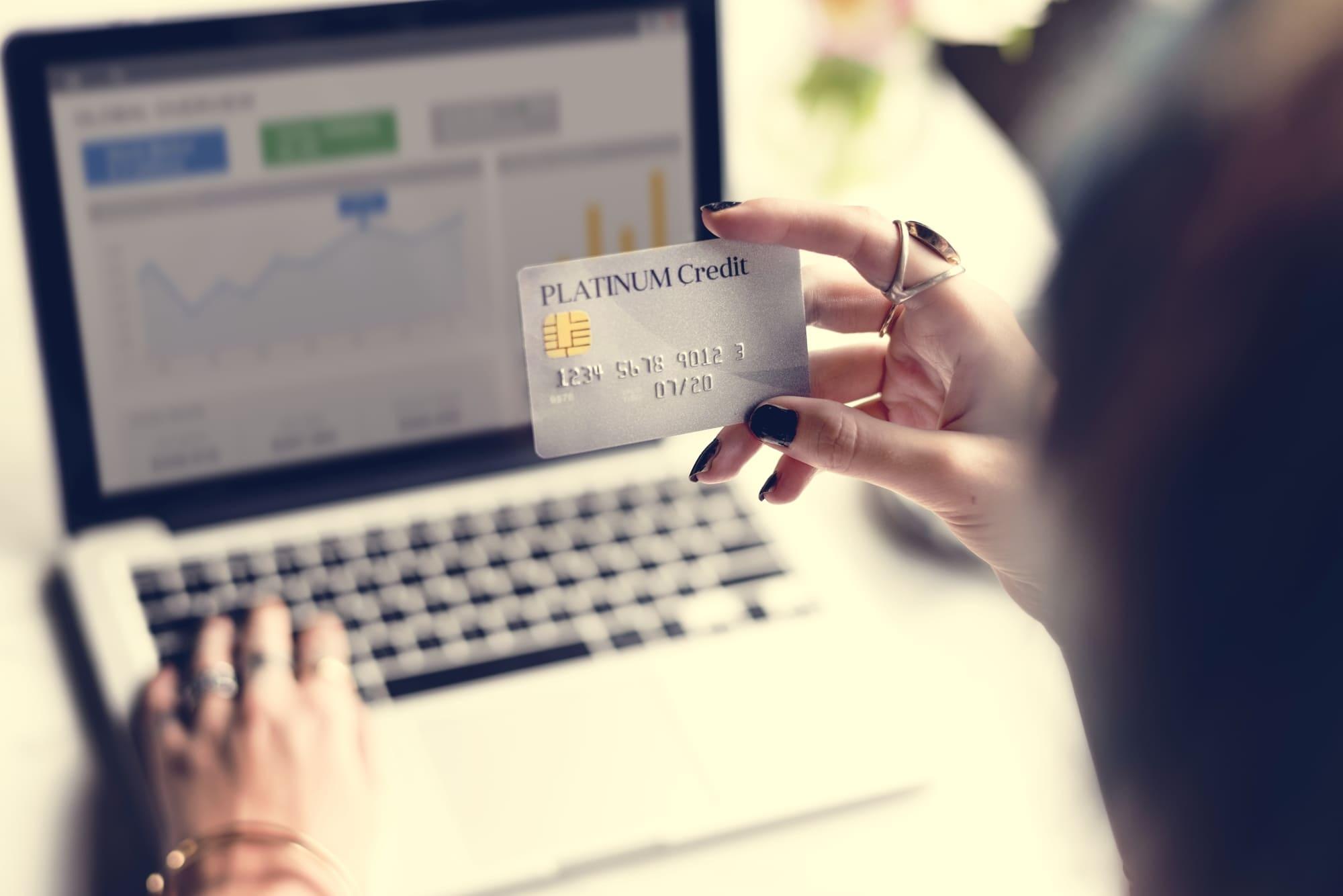 アメリカン・エキスプレス・ビジネス・プラチナ・カードのメタル製カード登場!最高級の質感とメリットとは?