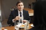 会食を経費の支払いにしている男性ビジネスマン