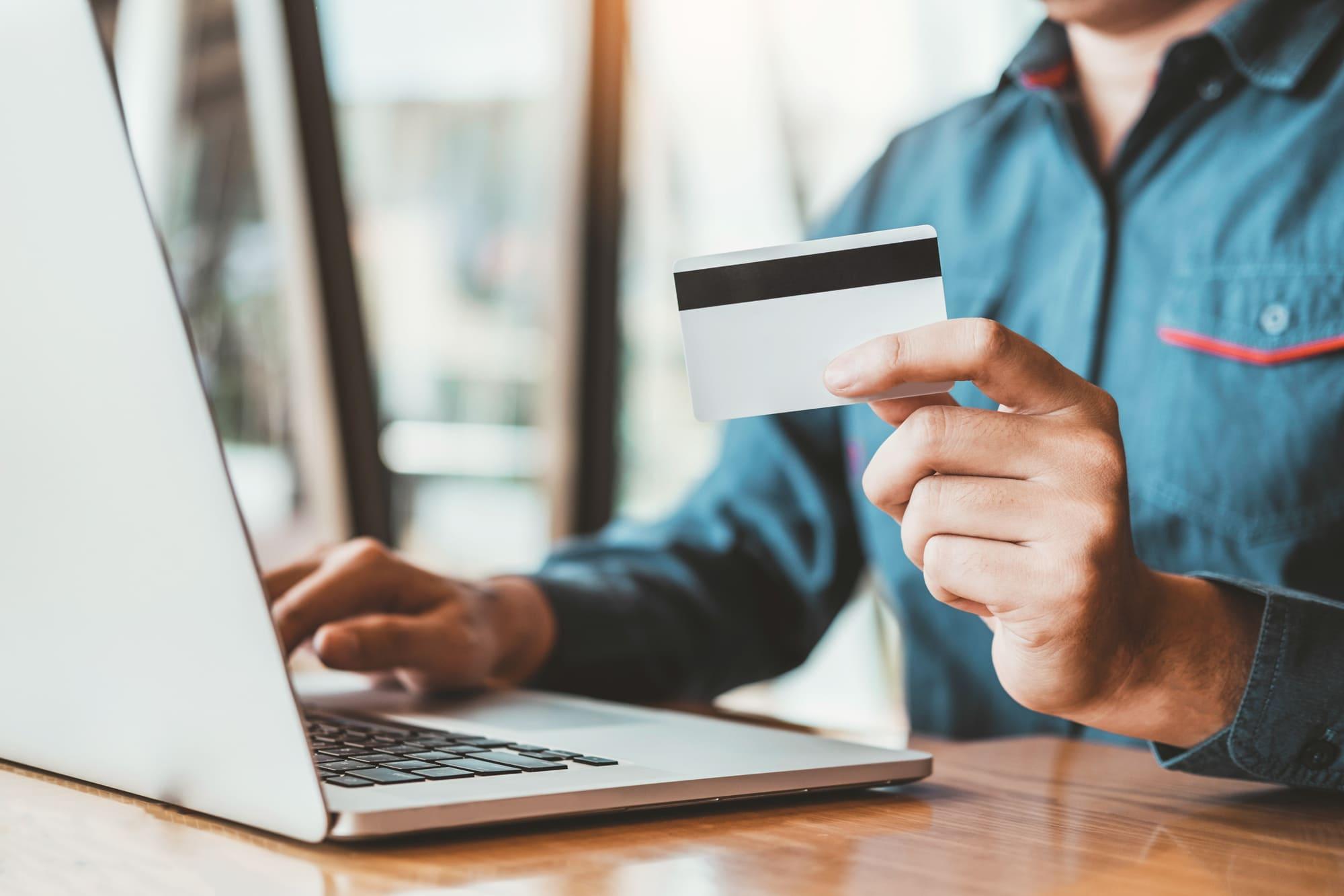 法人カードでビジネスシーンも充実!役立つ法人カード4選